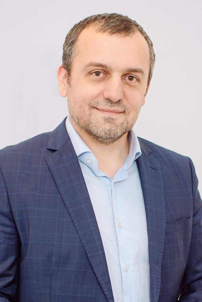 Dr. Ionuț Nistor
